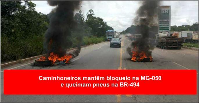Caminhoneiros mantêm bloqueio na MG-050 e queimam pneus na BR-494