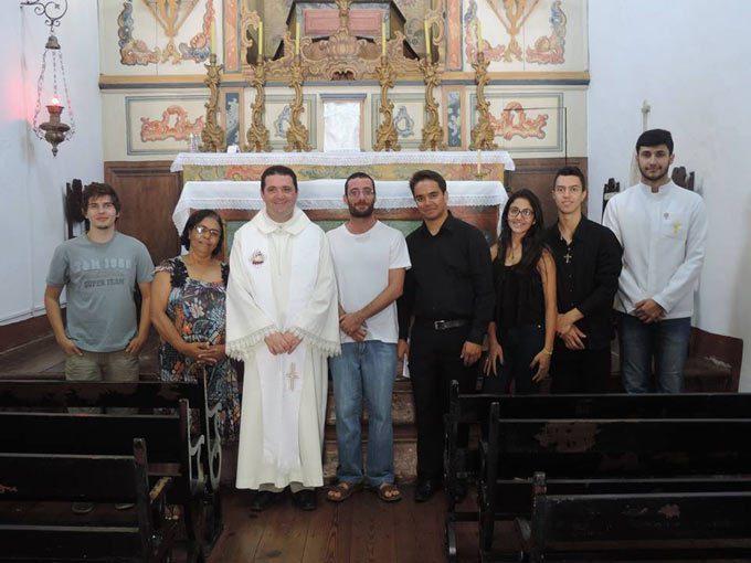 Imagem da Missa em inglês realizada em Prados