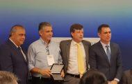 Ex-Prefeito Gustavo é homenageado por trabalhos à frente da ARSAE