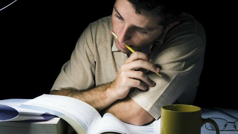 size_810_16_9_homem-estudando