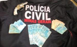 02 Arma e dinheiro apreendidos em Dores de Campos