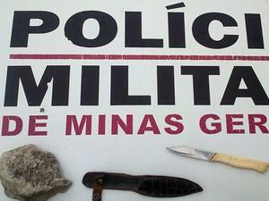 03 faca e pedra usadas por senhora em Barbacena