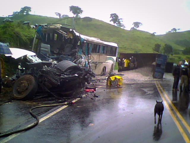acidente-265-4-de-marc3a7o-1_640x480