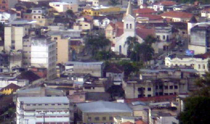Vista parcial de Santos Dumont, cidade onde teria ocorrido o crime