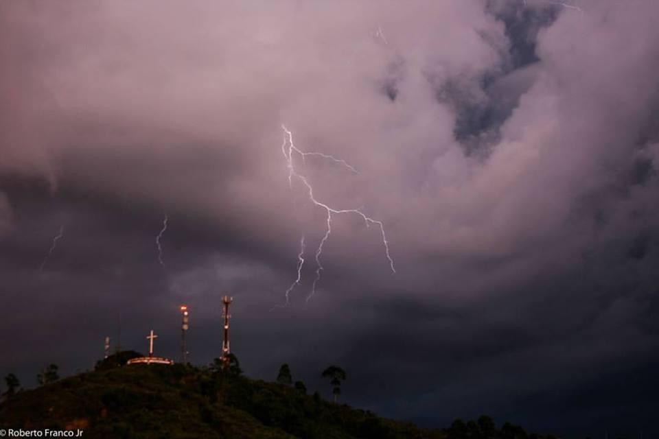 Foto de Roberto Franco Jr., registrada na última semana, durante temporal em Prados