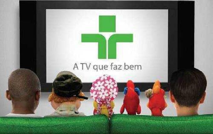 criancas-e-personagens-assistindo-tv-cultura1