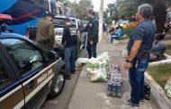 12 pessoas são presas por saquear carga de caminhão acidentado